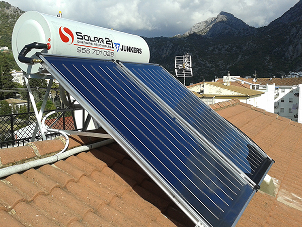 Instalaci n de placas solares en jerez algeciras c diz - Placas solares agua caliente ...